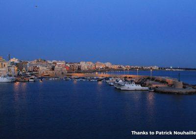 vista serale del porto con barche pescatori Gallipoli